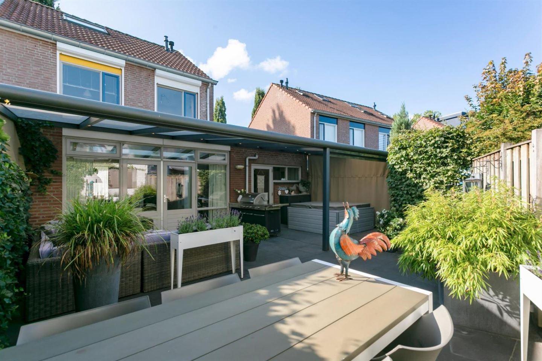 View photo 2 of Burgemeester van Lokvenstraat 76