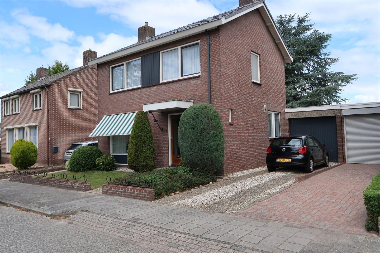 Bekijk foto 2 van Dr. Bekenkampstraat 21