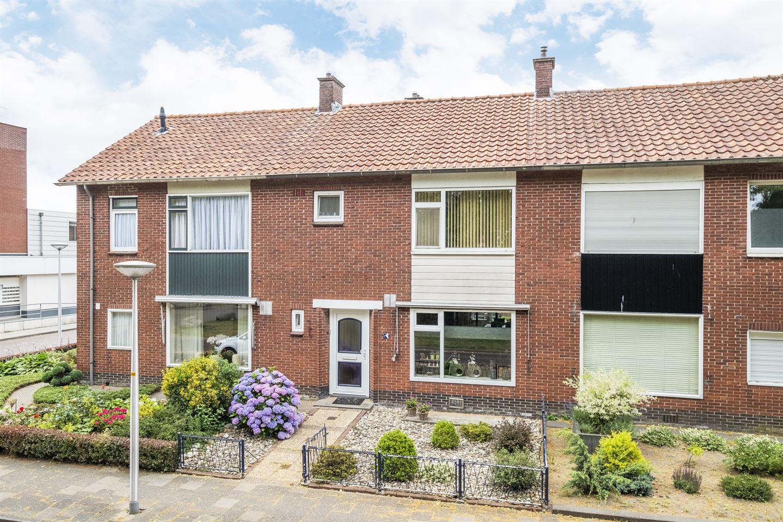 View photo 1 of Deken Scholtenstraat 36
