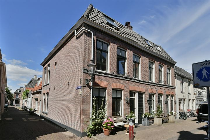 Middenstraat 8