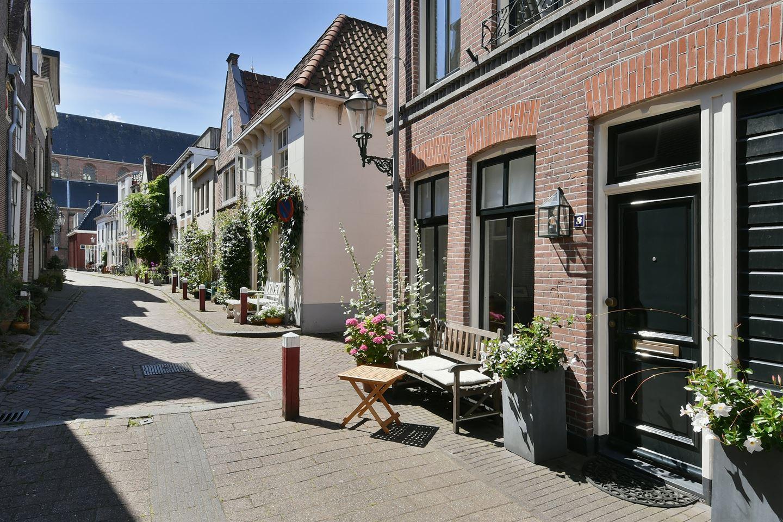 View photo 2 of Middenstraat 8