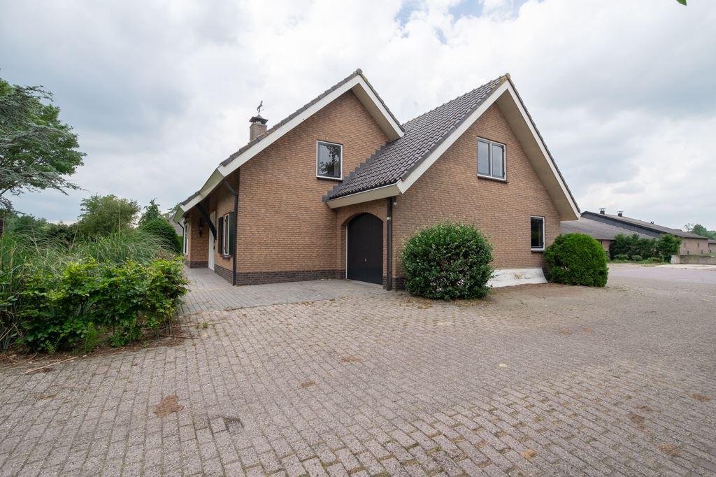 Bekijk foto 3 van Rijksweg 82