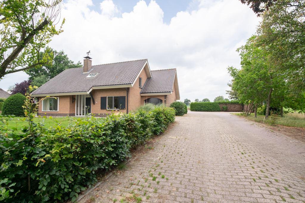 Bekijk foto 1 van Rijksweg 82