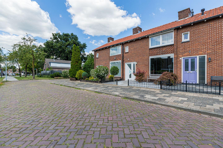 Bekijk foto 2 van Land van Ravensteinstraat 4