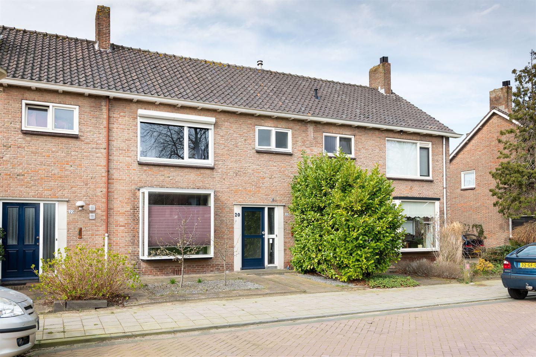 Bekijk foto 1 van Maasstraat 20