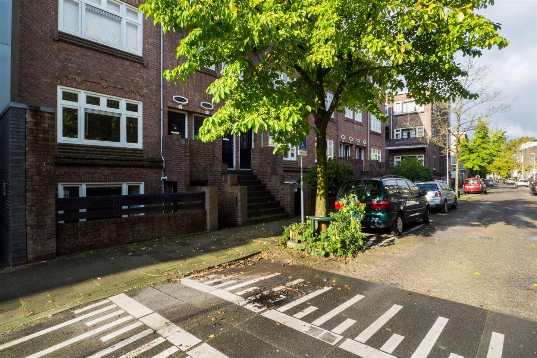 Bekijk foto 2 van Admiraal van Gentstraat 10
