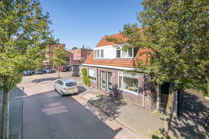 Domela Nieuwenhuisstraat 28