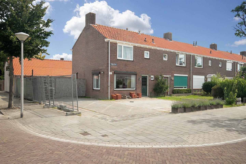 Bekijk foto 1 van de Bazelstraat 1