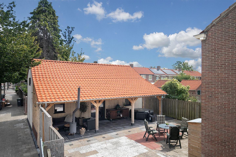 Bekijk foto 2 van de Bazelstraat 1