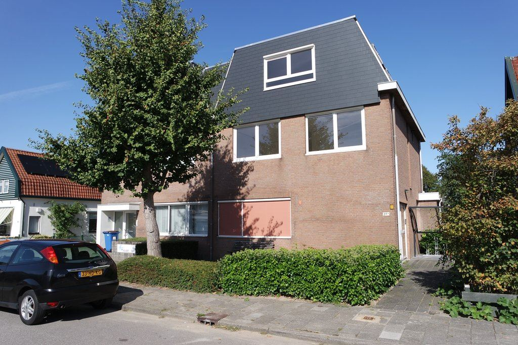 Bekijk foto 1 van J.C. Beetslaan 39 A