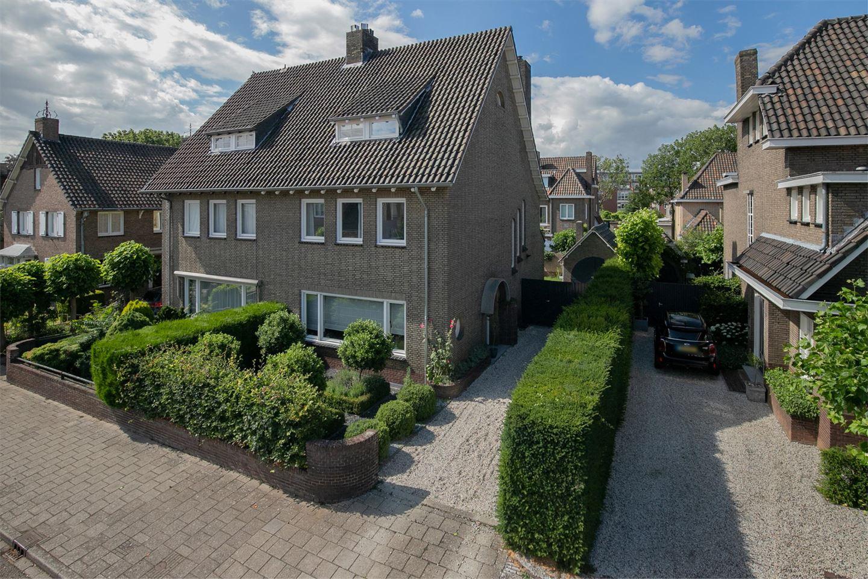 Bekijk foto 1 van Bisschop Schrijnenstraat 4