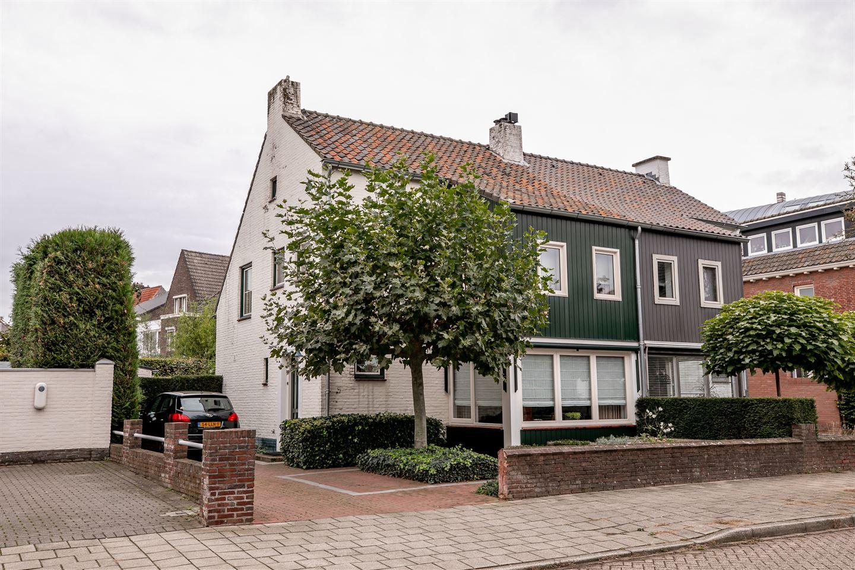 Bekijk foto 1 van Bisschop Boermansstraat 17