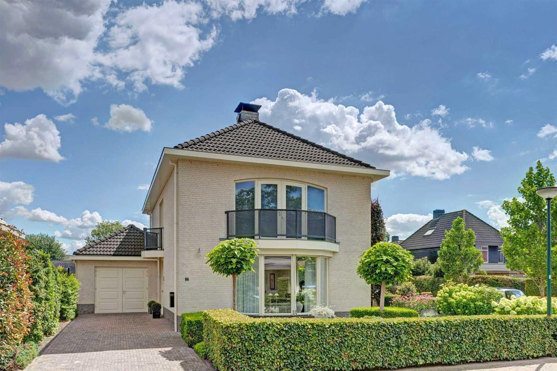 Bekijk foto 1 van Van Rijnesteinlaan 2
