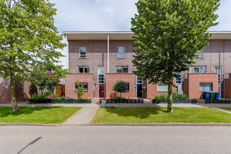 Bekijk foto 1 van A. Roland Holststraat 51