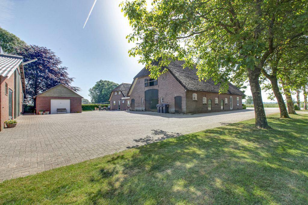 View photo 2 of Vaassenseweg 22 22a