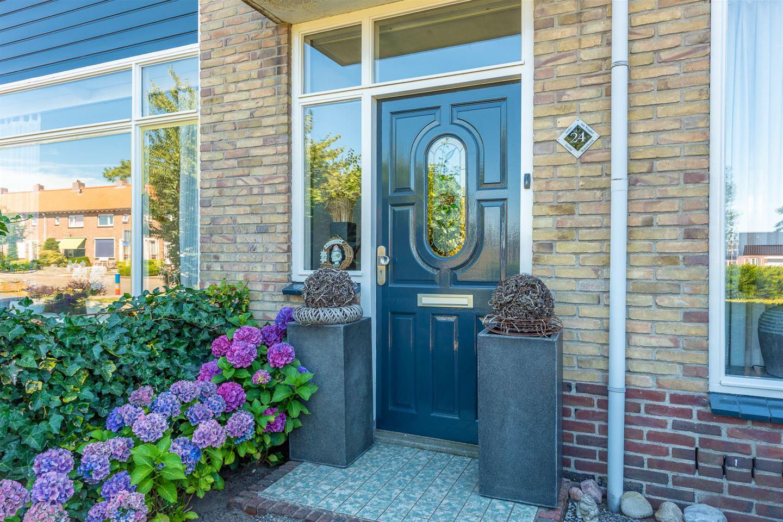 View photo 3 of Meidoornstraat 24 *