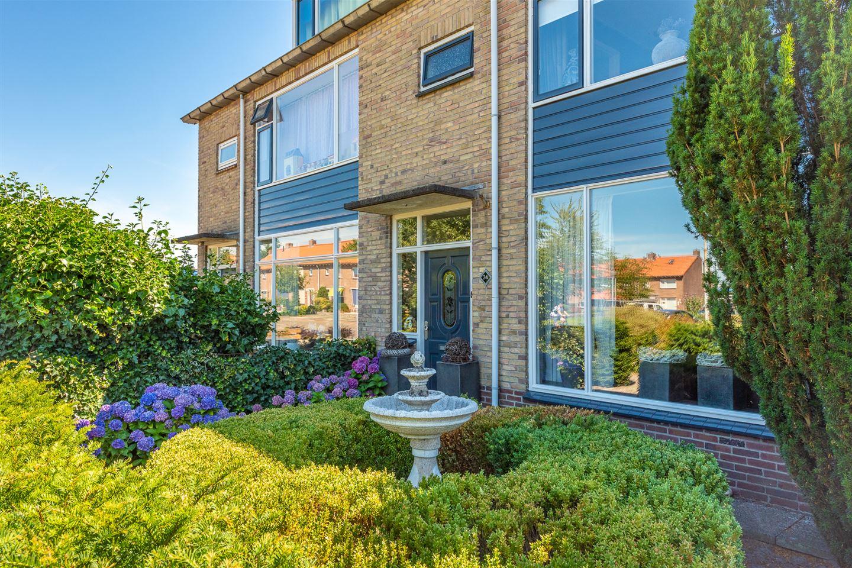 View photo 2 of Meidoornstraat 24 *