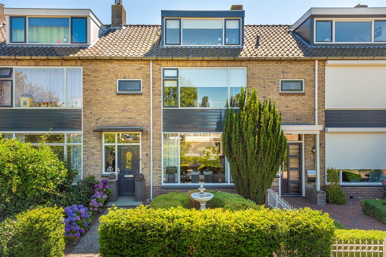 View photo 1 of Meidoornstraat 24 *