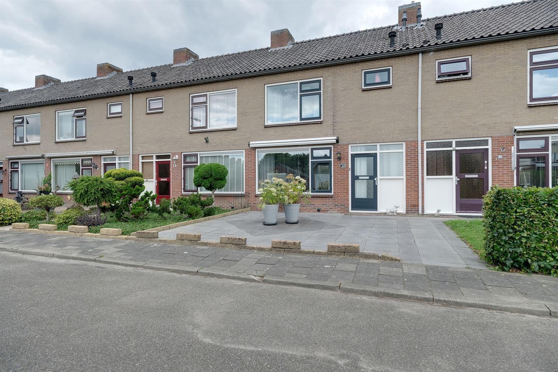 View photo 2 of Rozenstraat 55