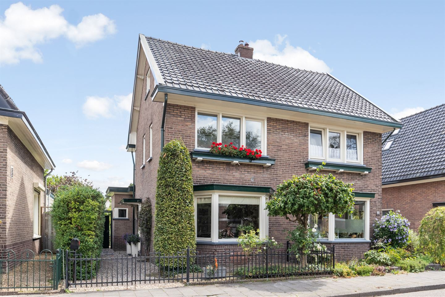 View photo 1 of Bloemheuvellaan 28