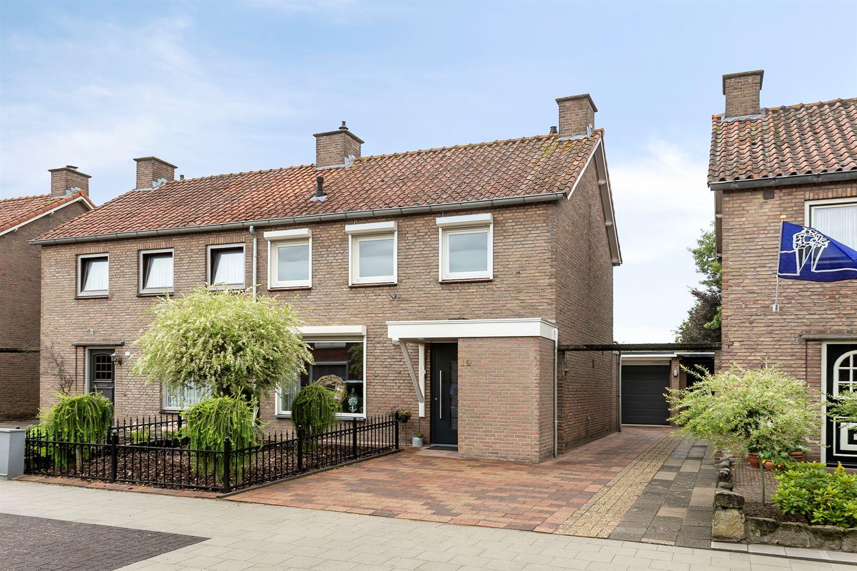 Bekijk foto 1 van Pieter van Ginnekenstraat 19