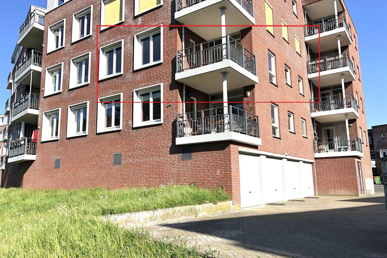 Bekijk foto 2 van Burgemeester Van Gilsstraat 93