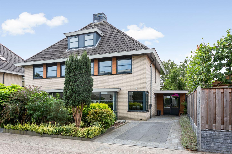 View photo 1 of Carry van Bruggenstraat 14
