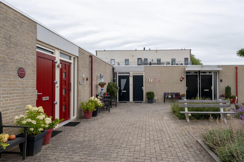 Bekijk foto 1 van Van den Broekstraat 18