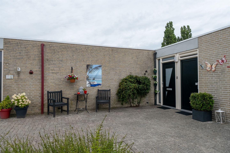 Bekijk foto 2 van Van den Broekstraat 18