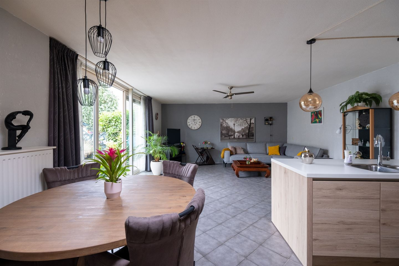 Bekijk foto 3 van Van den Broekstraat 18