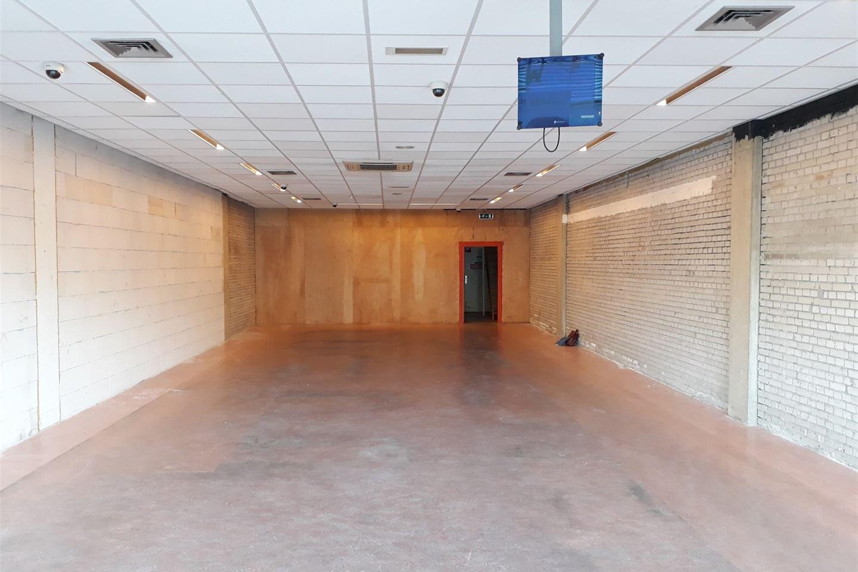 Bekijk foto 3 van Winkelcentrum Woensel 40 a
