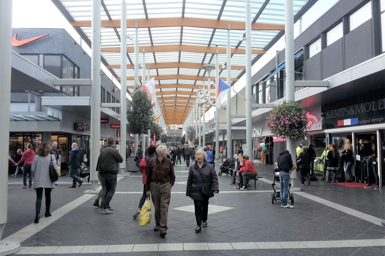 Bekijk foto 4 van Winkelcentrum Woensel 40 a