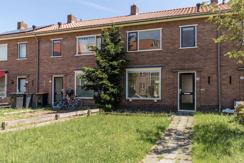 Bekijk foto 1 van De Ruyterstraat 18