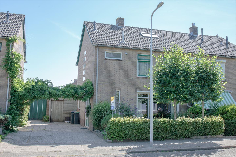 Bekijk foto 1 van Karel Doormanlaan 18