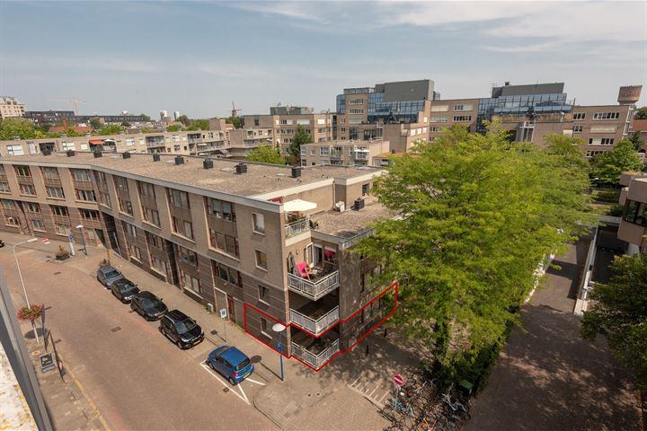 Pastoor van Nuenenstraat 2