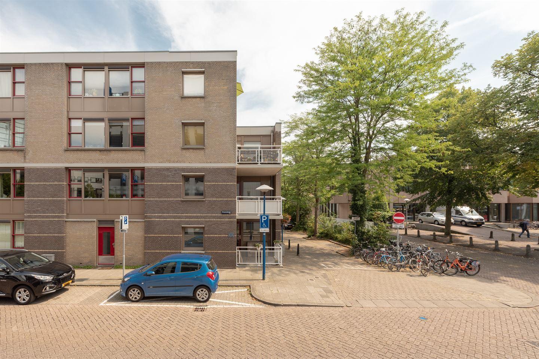 Bekijk foto 2 van Pastoor van Nuenenstraat 2