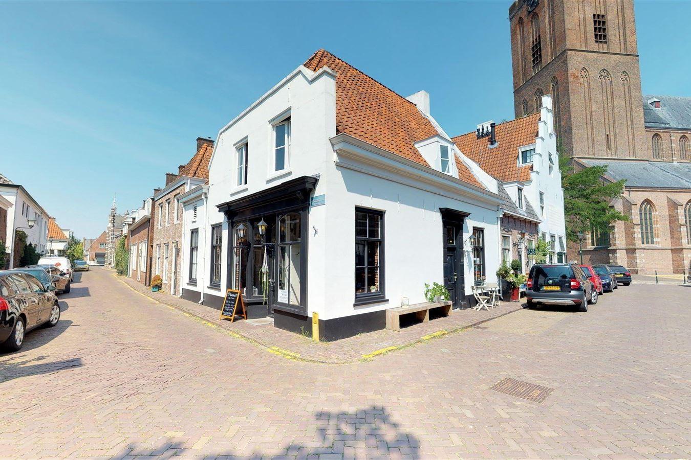 Bekijk foto 1 van Pastoorstraat 2