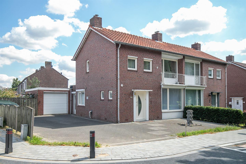 Bekijk foto 1 van Leenheerstraat 52