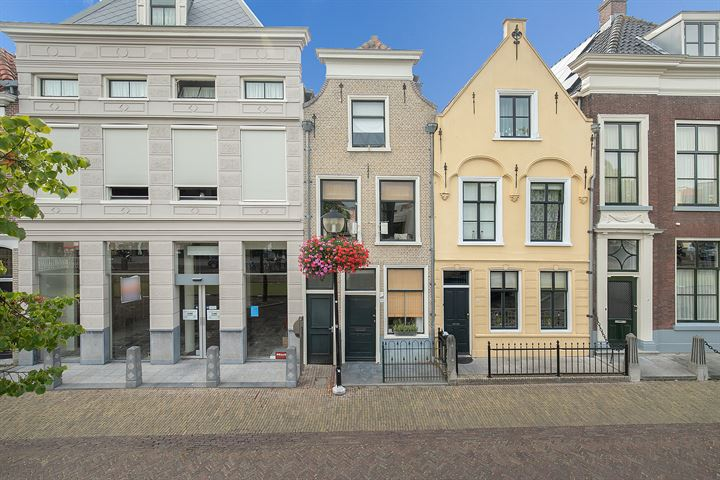 Westvoorstraat 13