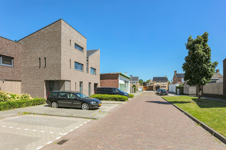 Bekijk foto 2 van van Marxhemstraat 4