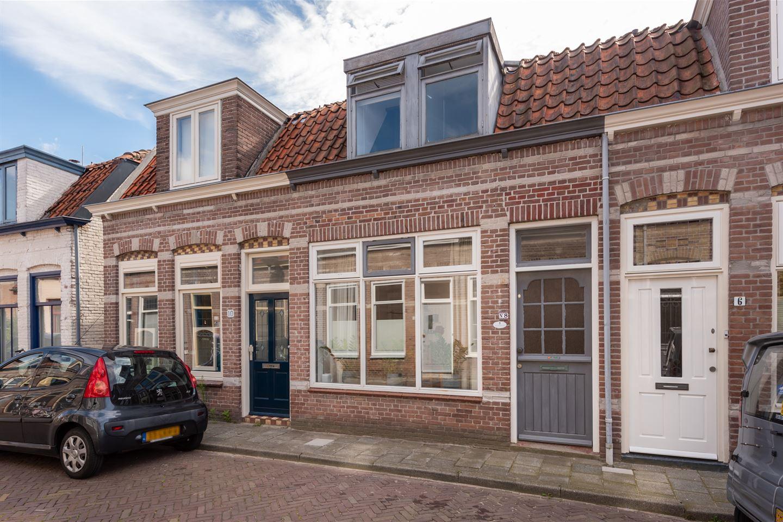 Bekijk foto 1 van 1e Landdwarsstraat 8