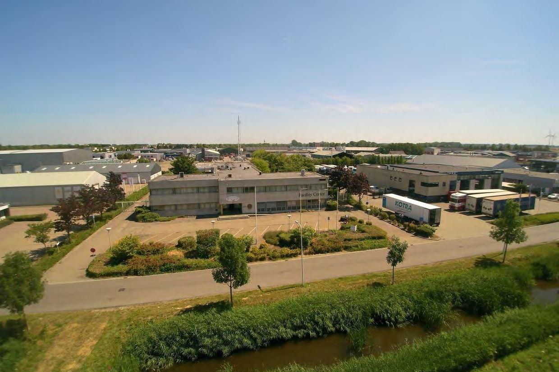 Bekijk foto 2 van Mr. F.J. Haarmanweg 52