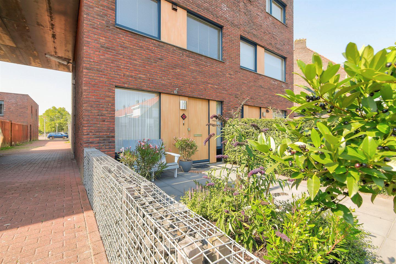 Bekijk foto 2 van Cornelis Trooststraat 2 a