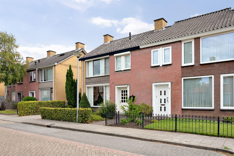 Bekijk foto 2 van Nicolaas Sichmansstraat 3