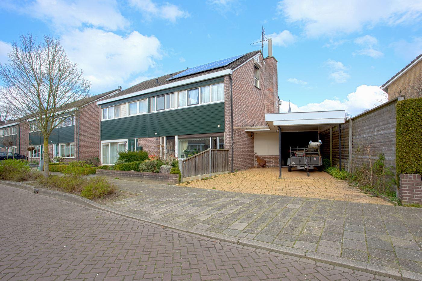 Bekijk foto 2 van Pastoor Gloerichstraat 42