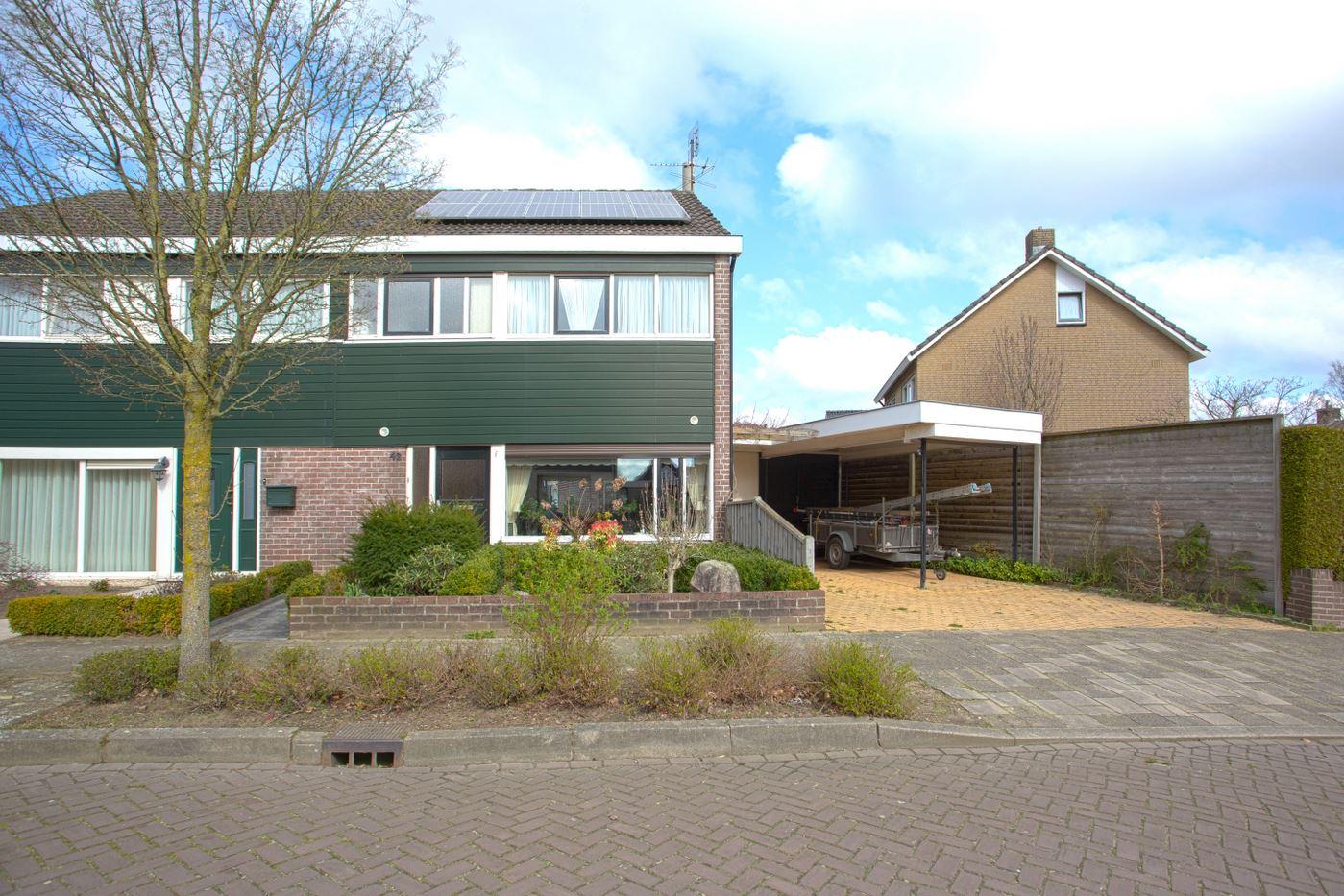 Bekijk foto 1 van Pastoor Gloerichstraat 42