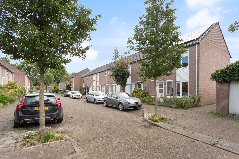 Bekijk foto 2 van Christina Bakker-van Bossestraat 20