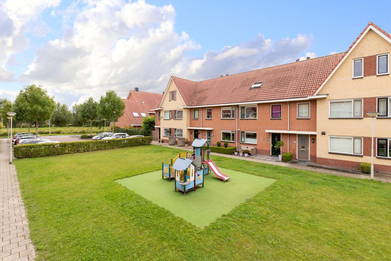 Bekijk foto 1 van Robijnhoven 64