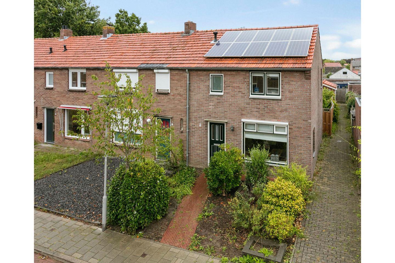 Bekijk foto 1 van J A Molstraat 2