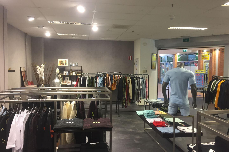 Bekijk foto 4 van Winkelcentrum 17 D